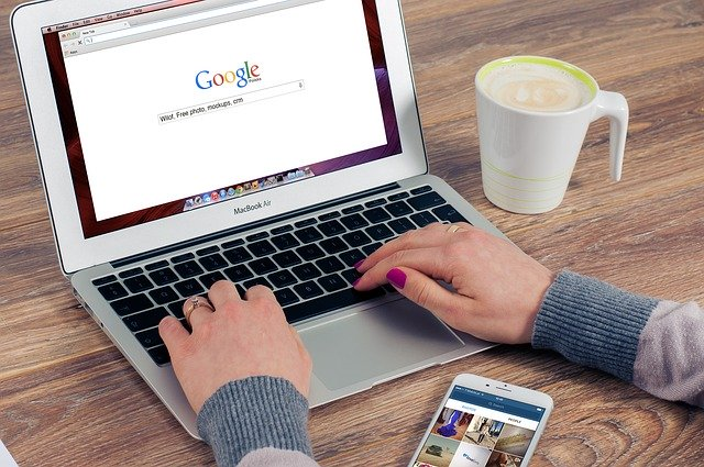 www stránka v laptopu