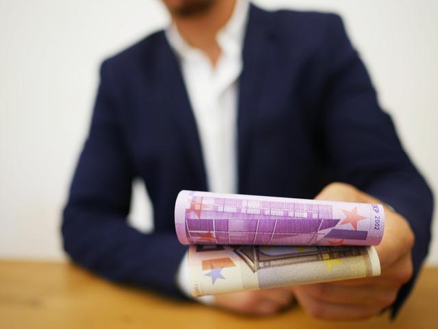 půjčka, bankovka, muž